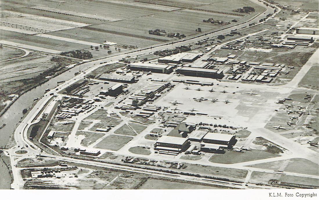 Naam: Kaart 771. Gestempeld 1951. Luchtfoto Schiphol. 1100 breed.jpg Bekeken: 246 Grootte: 165,6 KB