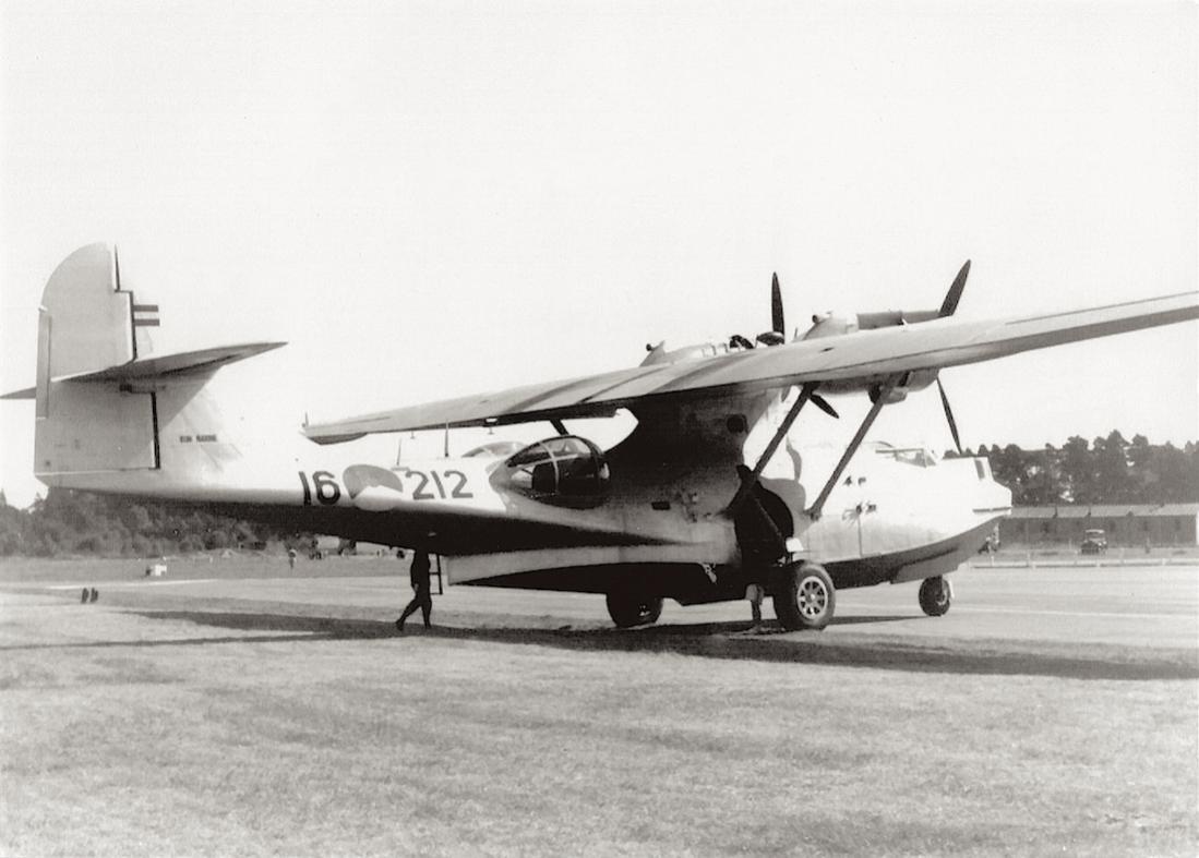 Naam: #325. '16-212' (= P-212). Consolidated PBY-5A Catalina. 1100 breed.jpg Bekeken: 142 Grootte: 80,8 KB
