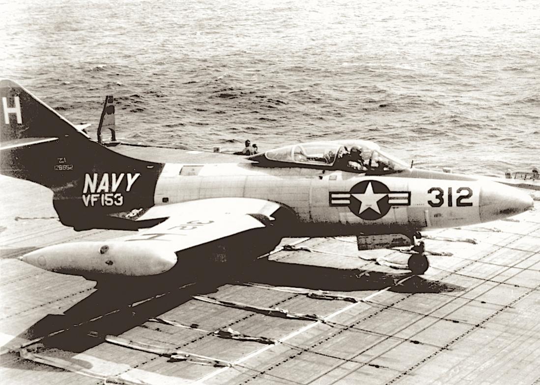 Naam: Foto 636. Grumman (Model G-79) F9F-5 Panther. BuNo 126652 kopie.jpg Bekeken: 235 Grootte: 146,3 KB