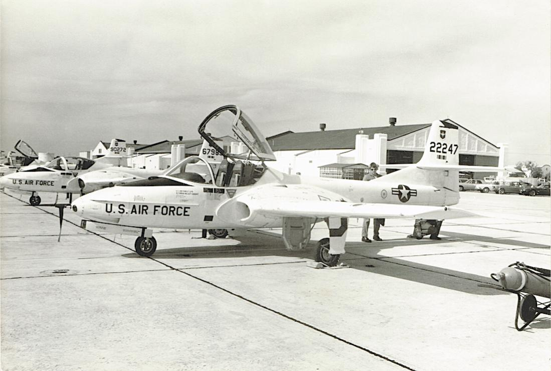 Naam: Foto 640. 67-22247 (MSN 41053). Cessna T-37B Tweety Bird.jpg Bekeken: 111 Grootte: 97,5 KB