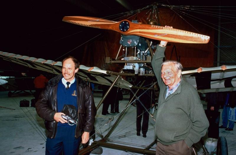 Naam: 59 Spin 1936 Replica Edwin Boshof en Jan Hoekstra 19-04-1990.jpg Bekeken: 572 Grootte: 103,1 KB