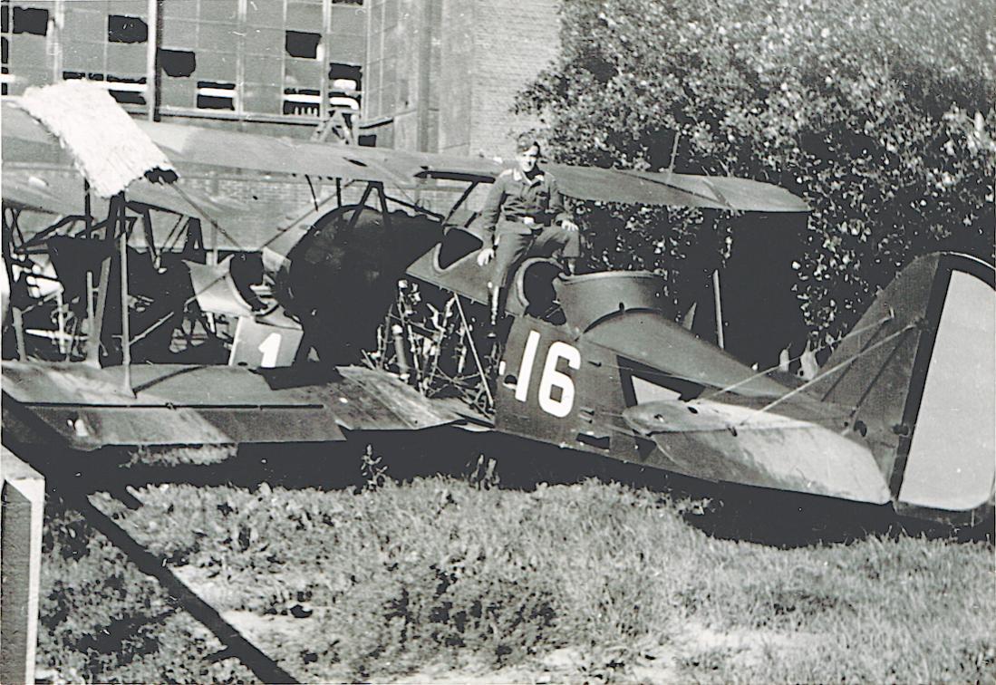 Naam: Foto 104. '16'. Koolhoven FK-51, Schiphol.jpg Bekeken: 150 Grootte: 169,9 KB