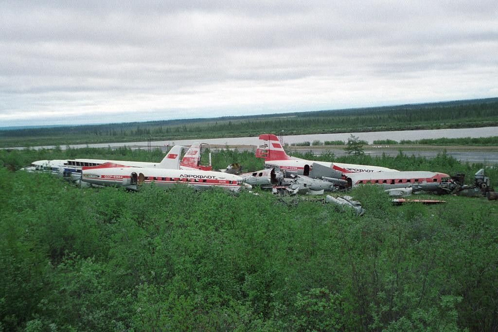 Naam: Dumped IL-14s at Cherskiy.jpg Bekeken: 195 Grootte: 256,5 KB