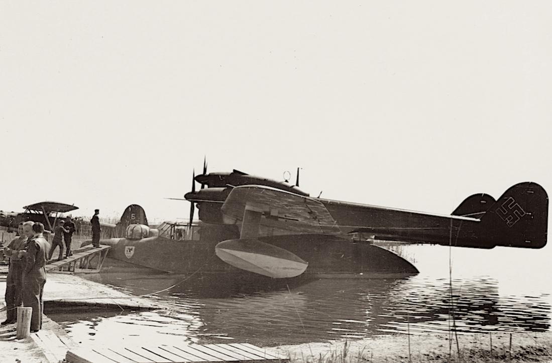 Naam: Foto 481. Bv-138 en Roemeense He-114 ergens aan de Zwarte Zee kust, kopie 1100.jpg Bekeken: 546 Grootte: 82,1 KB