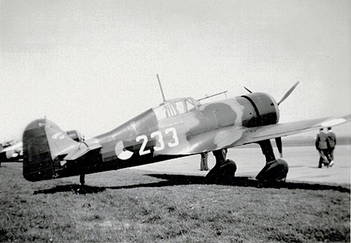 Naam: Foto 36. Tekst bij de foto. Jachtvliegtuig D.21. 1 Juli 1939, Amsterdam. 200 dpi, 500 pixels br.jpeg Bekeken: 159 Grootte: 212,9 KB
