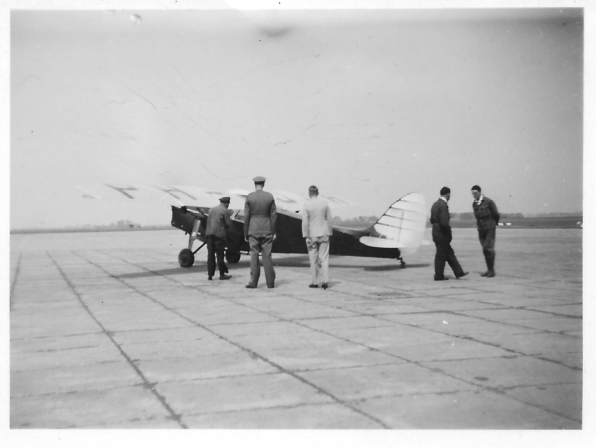 Naam: De Havilland DH.85 Leopard Moth PH-JUH zomer 1935 ckk.jpg Bekeken: 225 Grootte: 153,2 KB