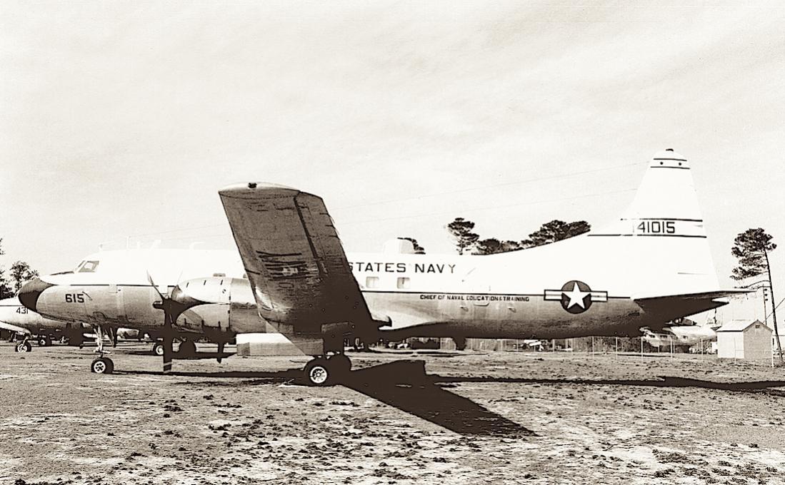 Naam: Foto 716. Convair R4Y-1 (USN version of the Model 340, 1962 redesignated as C-131F). s:n 141015 .jpg Bekeken: 230 Grootte: 127,6 KB