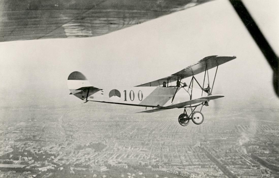 Naam: Foto 109. '100'. Fokker S.IV. van de 1e serie, geleverd 1924 1100 breed.jpg Bekeken: 120 Grootte: 87,1 KB