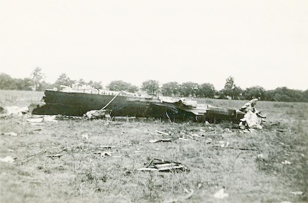 Naam: Foto 120. 1940-06:17-18. N 1463 (L-GE). Tekststrook = Engelse bommenwerper in Culemborg brandend.jpg Bekeken: 386 Grootte: 328,0 KB