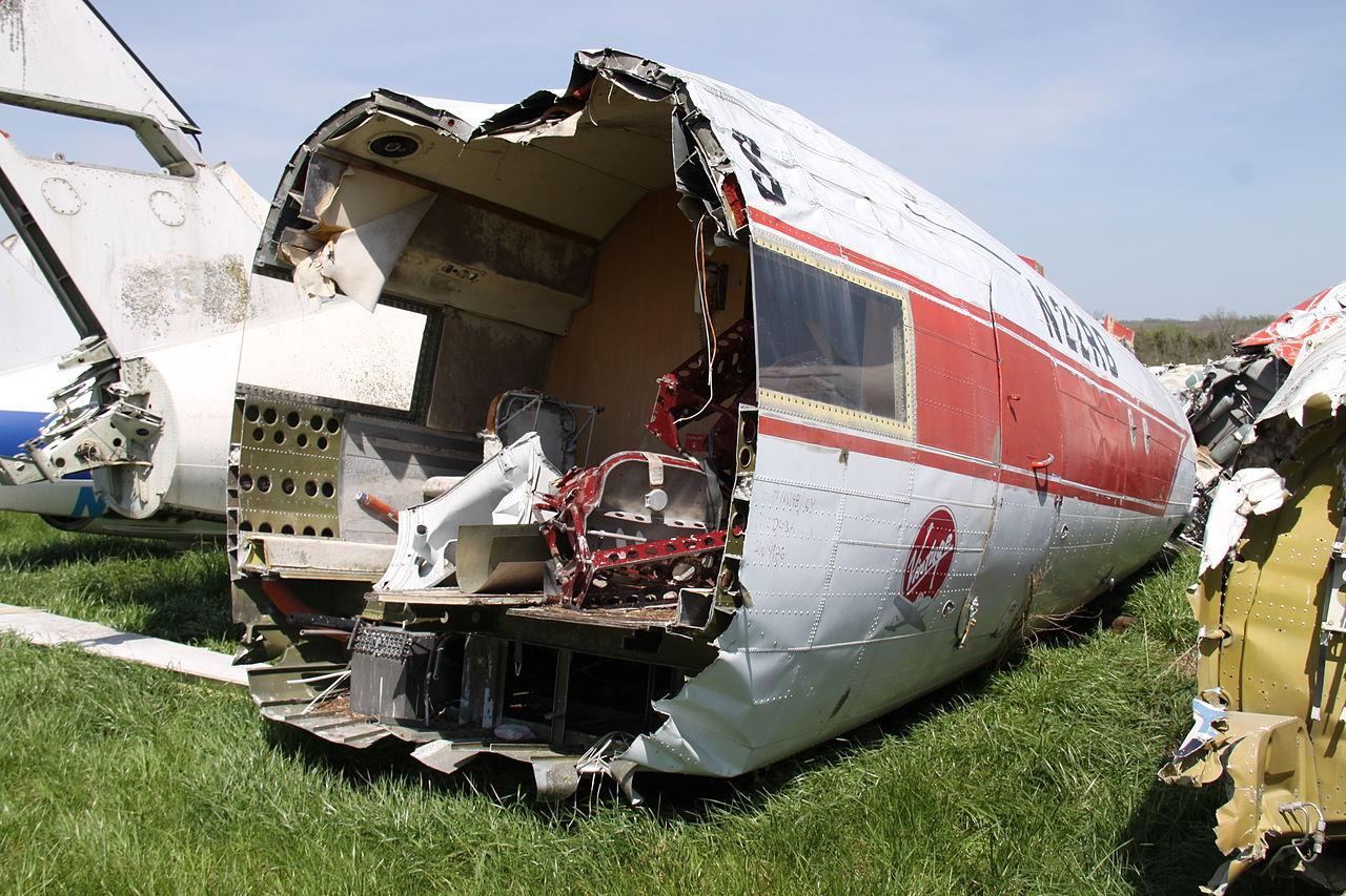Naam: N22RB_Douglas_DC-3_Vintage_(9140880231).jpg Bekeken: 38 Grootte: 255,2 KB