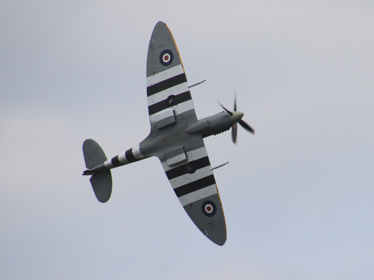 Naam: G-ASIV Spitfire MH434 IMG_0316.jpg Bekeken: 69 Grootte: 67,7 KB