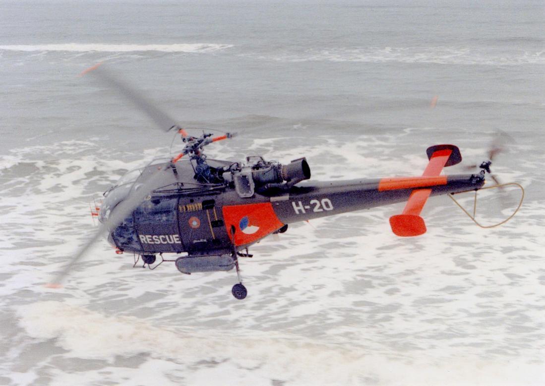 Naam: Foto 233. 'H-20 (naam toestel %22Betty%22)'. Aérospatiale Alouette III van de SAR. 1100 breed.jpg Bekeken: 246 Grootte: 89,2 KB