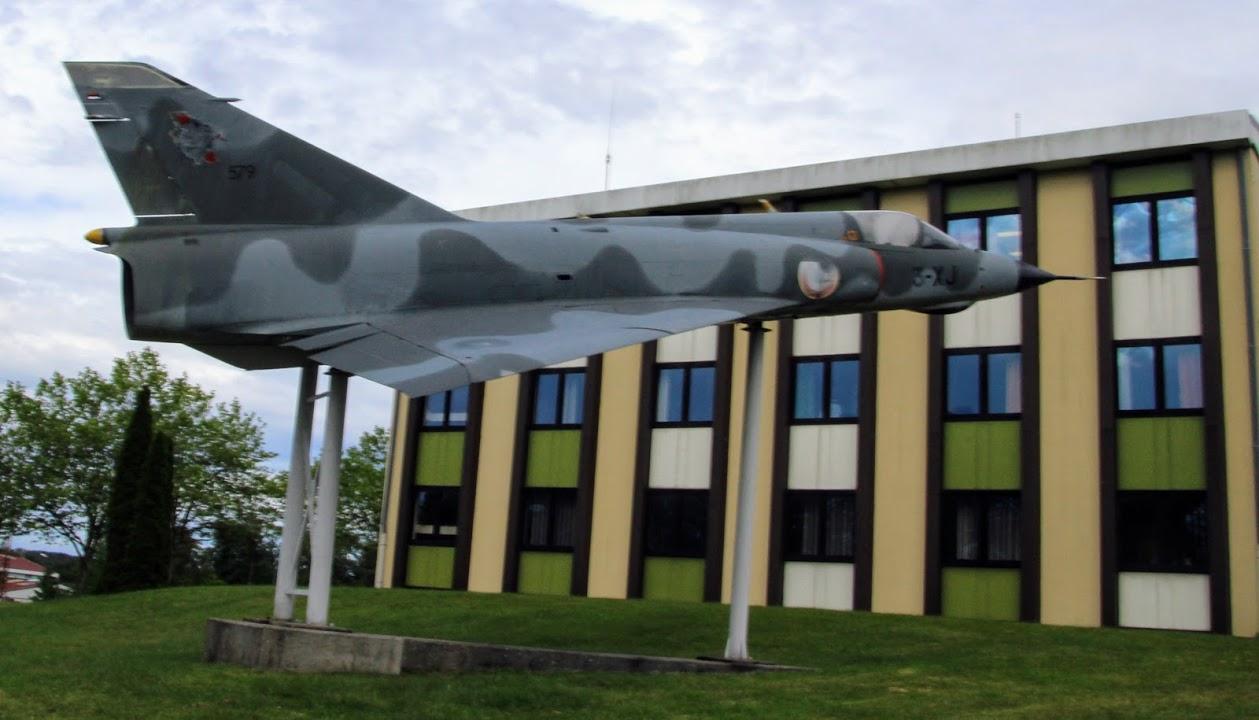 Naam: Mirage 3 , Bitche..jpg Bekeken: 178 Grootte: 119,9 KB