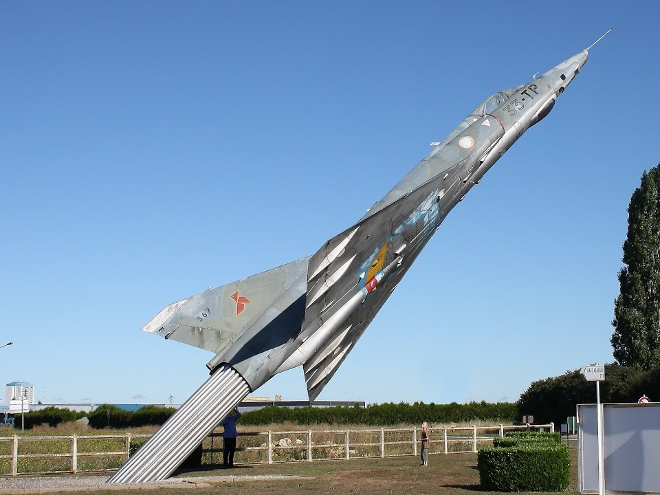 Naam: Mirage 3 , Châteaudun..jpg Bekeken: 110 Grootte: 130,0 KB
