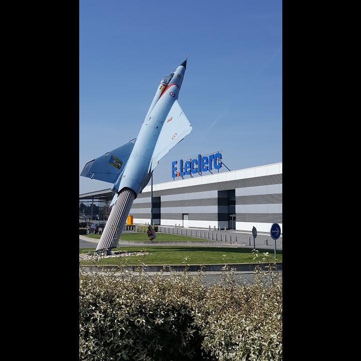 Naam: Mirage 5 - winkelcentrum bij Reims..jpg Bekeken: 53 Grootte: 114,9 KB