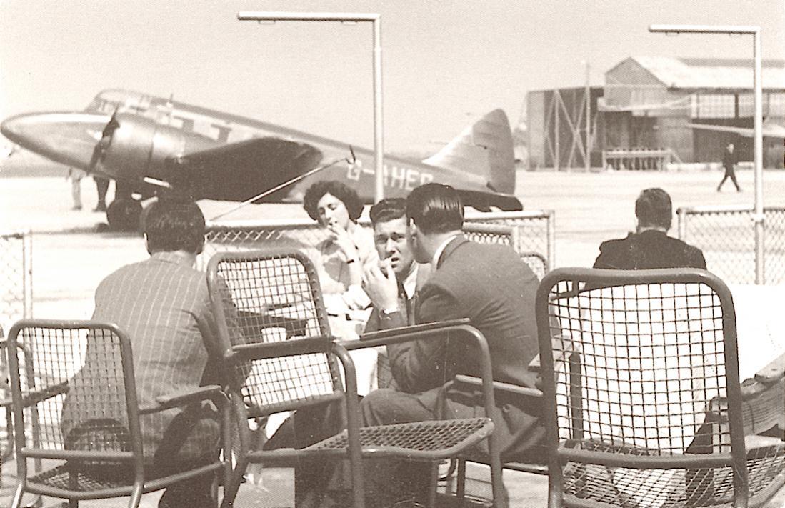 Naam: Kaart 783. Schiphol in de jaren veertig met G-AHEG (Ex RAF T1206), Airspeed AS.65 Consul, c:n 10.jpg Bekeken: 155 Grootte: 130,9 KB