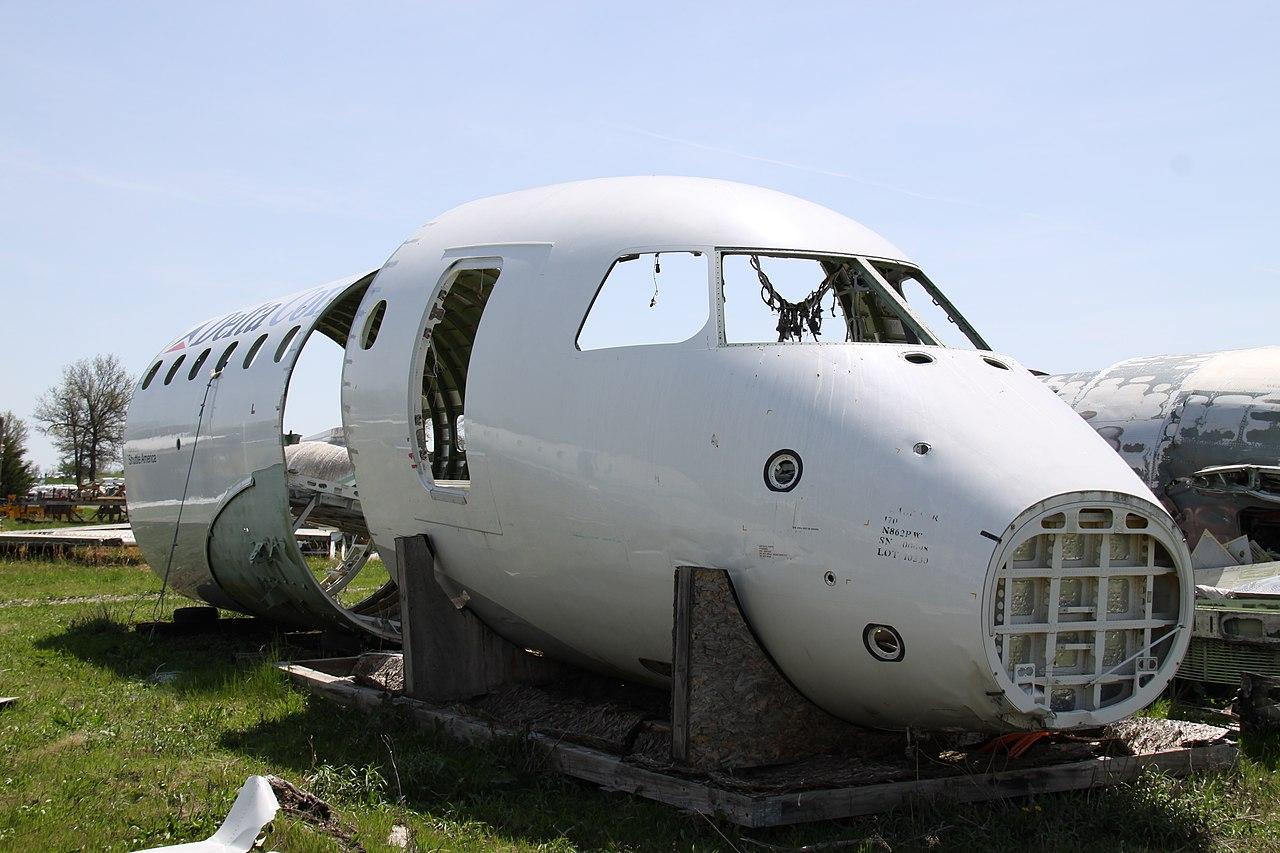 Naam: 1280px-N862RW_Embraer_170_Delta_Connection_(_Parts_Plane_Rebuilt_&_Still_In_Service_)_(914115738.jpg Bekeken: 224 Grootte: 191,4 KB