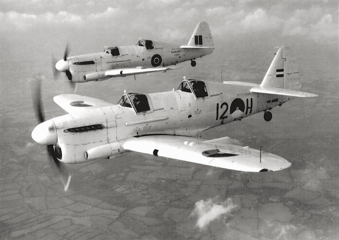 Naam: 'L-11'. Nederlandse Fairey Firefly T.1 samen met een Engelse collega.jpg Bekeken: 398 Grootte: 101,4 KB
