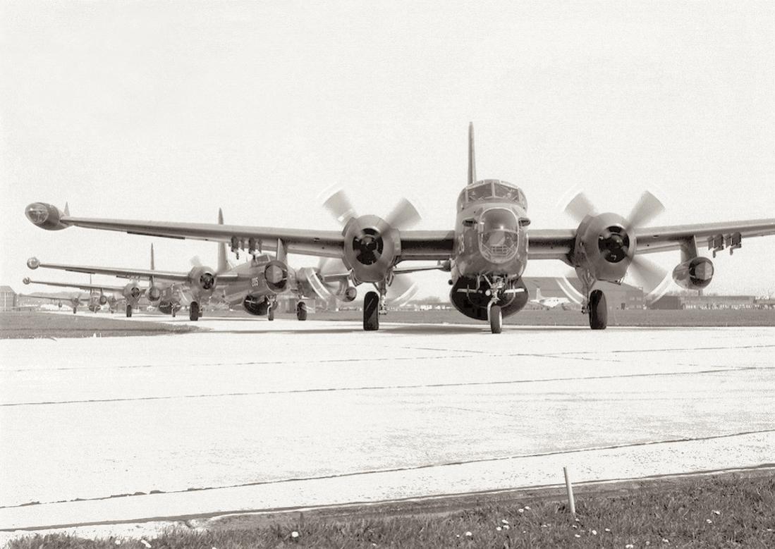 Naam: #332. Lockheed SP-2H Neptune, '218', '205' e.a. 1100 breed.jpg Bekeken: 244 Grootte: 100,8 KB