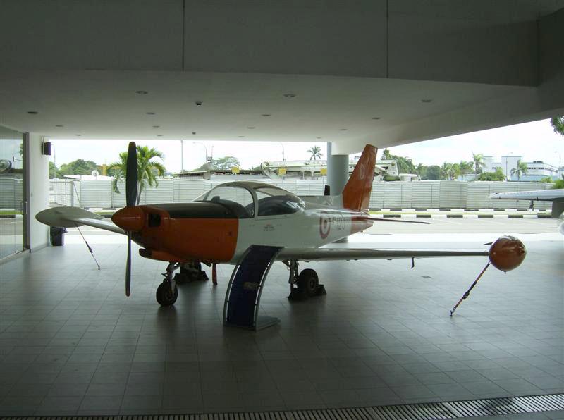 Naam: Singapore Air Force Museum at Paya Lebar 3.jpg Bekeken: 91 Grootte: 96,9 KB