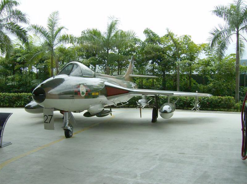 Naam: Singapore Air Force Museum at Paya Lebar 6.jpg Bekeken: 85 Grootte: 147,9 KB