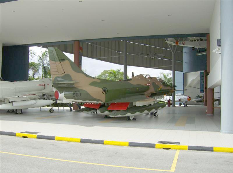 Naam: Singapore Air Force Museum at Paya Lebar 8.jpg Bekeken: 80 Grootte: 101,1 KB