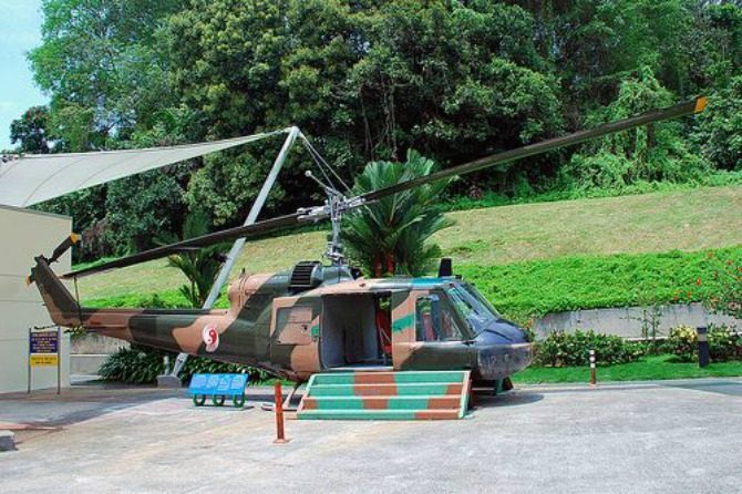 Naam: UH-1 ,  Singapore Discovery Center..jpg Bekeken: 52 Grootte: 126,0 KB