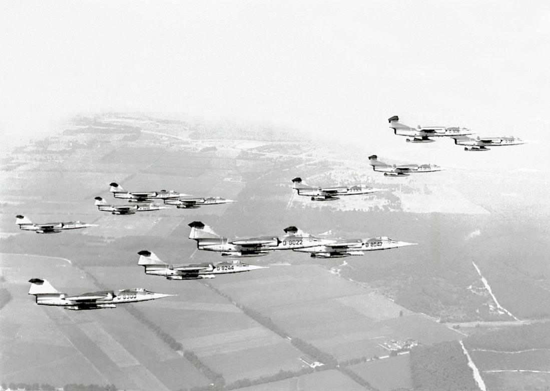 Naam: Foto 162. Starfighter-formatie.jpg Bekeken: 316 Grootte: 80,2 KB