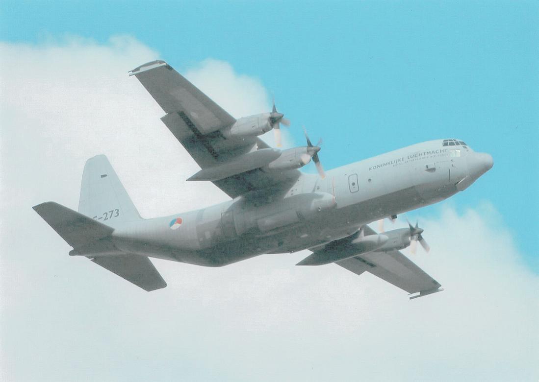 Naam: Foto 202. 'G-273' (ex N4080M, c:n 5273). Lockheed C-130H-30 Hercules 'Ben Swagerman. 1100 breed.jpg Bekeken: 315 Grootte: 50,2 KB