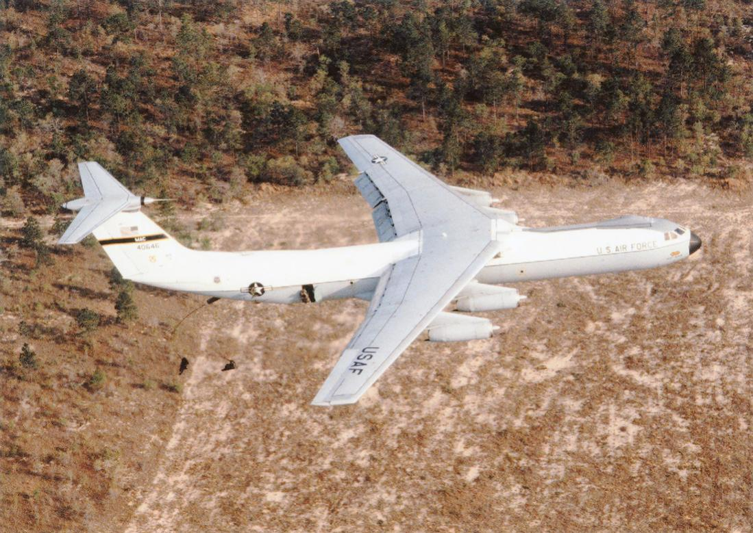 Naam: Foto 753. 64-0646 (MSN 300-6059). Lockheed C-141A-20-LM Starlifter, converted to C-141B. 1100 br.jpg Bekeken: 203 Grootte: 170,4 KB