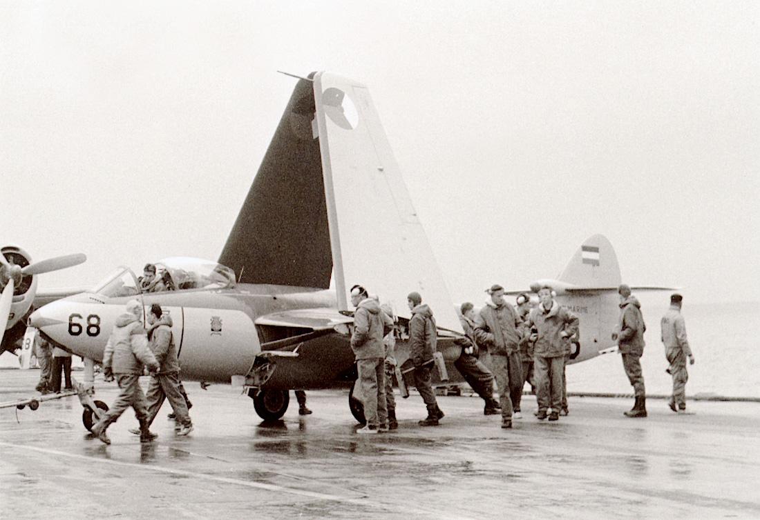 Naam: #366. 'F-68' (later '128'). Hawker FGA-50 Seahawk. 1100 breed.jpg Bekeken: 195 Grootte: 284,0 KB