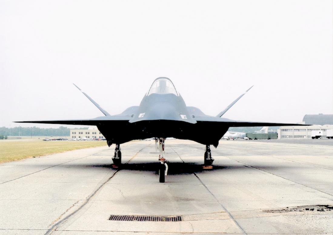 Naam: Foto 630. Northrop YF-23 (Black Widow II).jpg Bekeken: 233 Grootte: 66,4 KB
