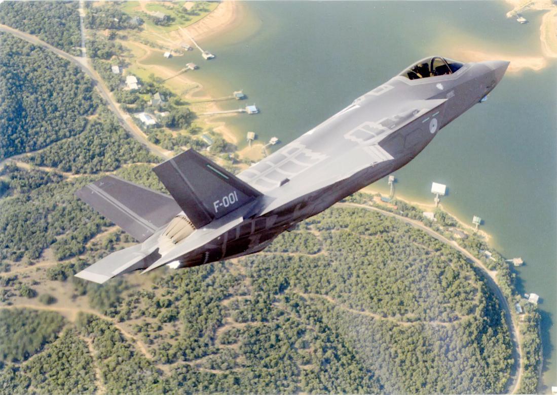 Naam: Foto 254. 'F-001'. Lockheed Martin F-35A Lightning II van de KLu. 1100 breed.jpg Bekeken: 100 Grootte: 141,6 KB