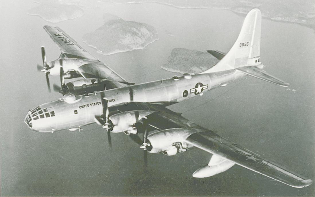 Naam: Foto 817. 48-096. (MSN 15905). Boeing B-50D-95-BO Superfortress. Converted to EB-50D as mothersh.jpg Bekeken: 216 Grootte: 83,6 KB