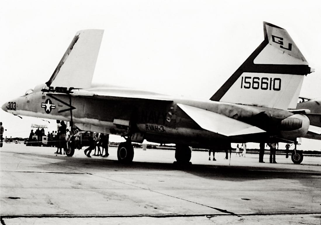 Naam: Foto 817. (MSN 316-3). North American RA-5C Vigilante. 1100 breed.jpg Bekeken: 179 Grootte: 86,8 KB