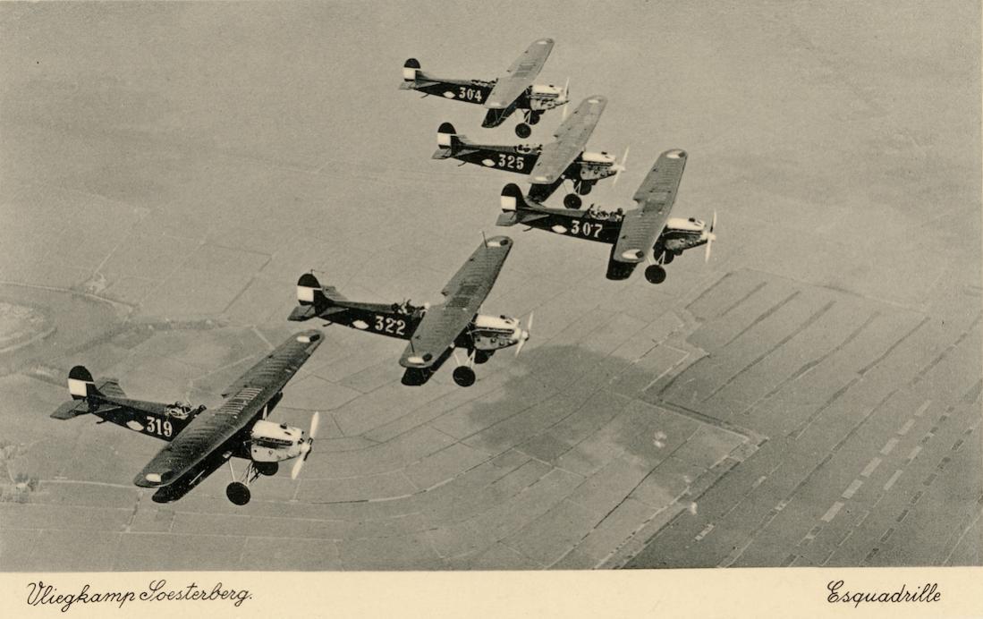 Naam: Kaart 866. Vliegkamp Soesterberg. Esquadrille. Fokker C.Vd 304, 307, 319, 322 en 325. 1100 breed.jpg Bekeken: 21 Grootte: 90,6 KB