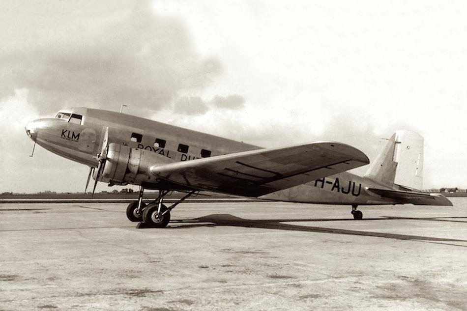 Naam: Foto 12. PH-AJU %22Uiver%22. Douglas DC-2 -2-.jpg Bekeken: 1159 Grootte: 466,6 KB