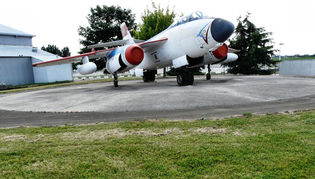 Naam: Le Musée de l'Aviation de Melun Villaroche,.jpg Bekeken: 197 Grootte: 185,1 KB