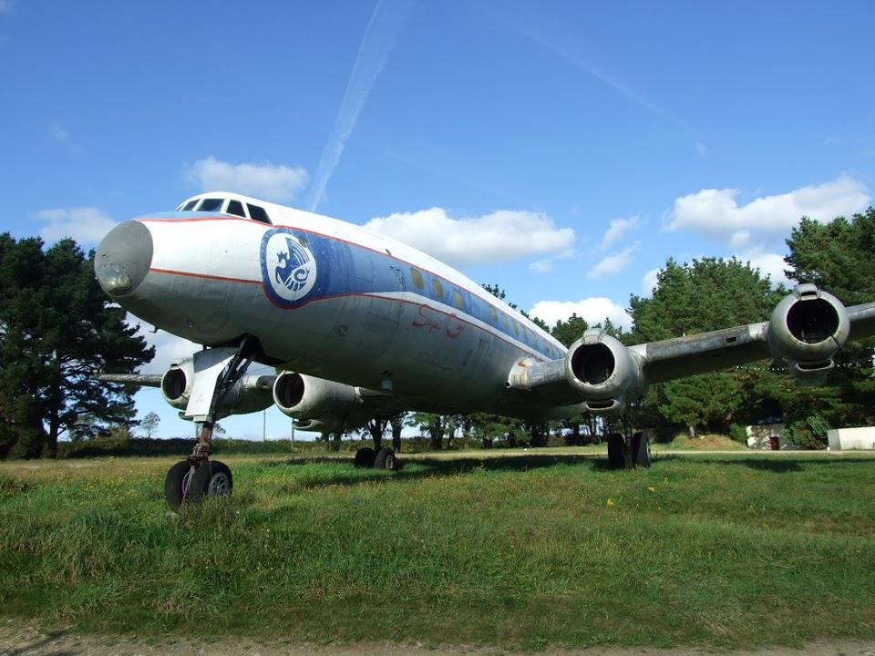 Naam: Lockheed L-1049 G Super Constellation - 4626F-BHBG Display in the night club's garden , Gourlizo.jpg Bekeken: 126 Grootte: 168,1 KB