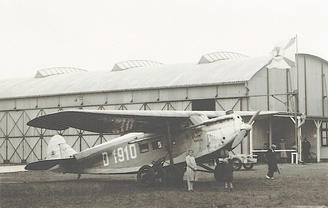 Naam: Foto 430. D-1910. Focke-Wulf A 32 Bussard. 1100 breed.jpg Bekeken: 194 Grootte: 104,4 KB