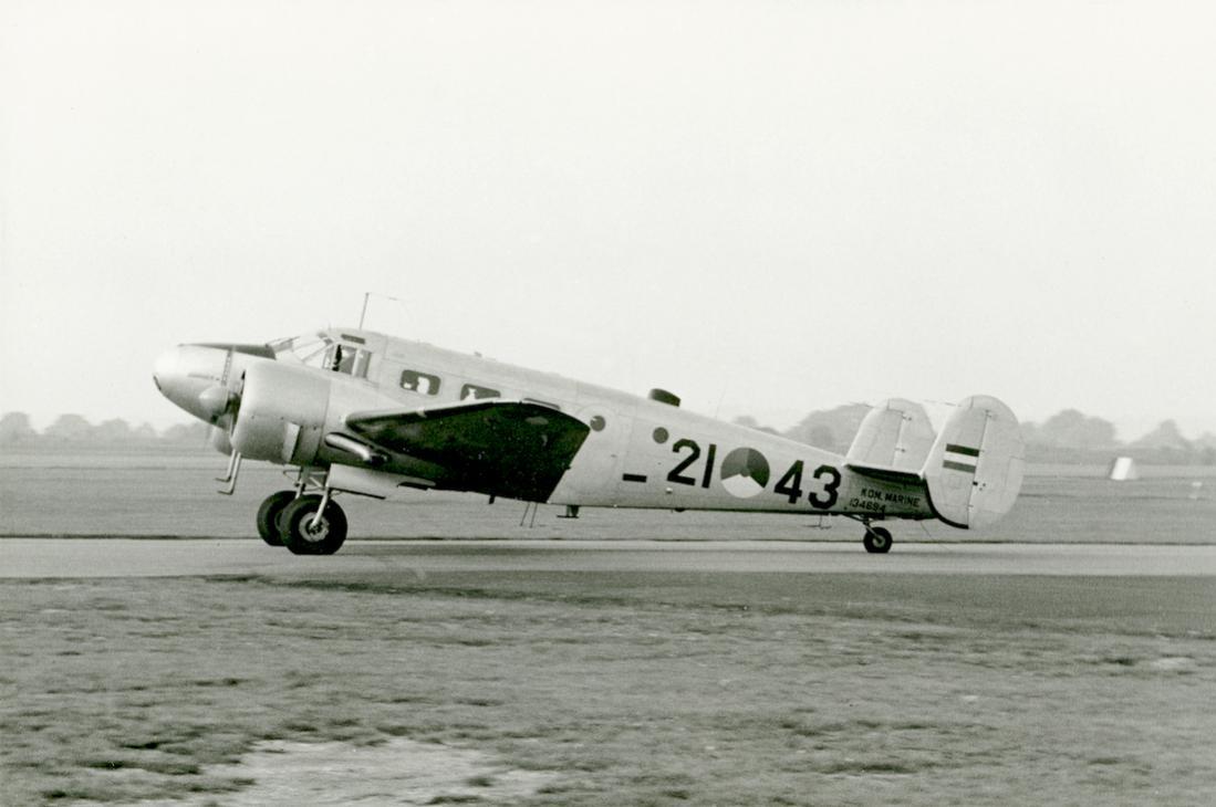 Naam: #311. '21-43' (= 'U-43', later '082'). Beech SNB-5 (TC-45J) Navigator. 1100 breed.jpg Bekeken: 409 Grootte: 67,2 KB