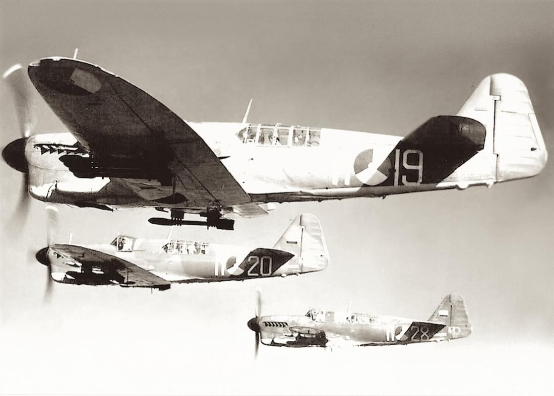 Naam: #315. 3x Fairey Firefly Mk. I. 1100 breed.jpg Bekeken: 229 Grootte: 70,7 KB
