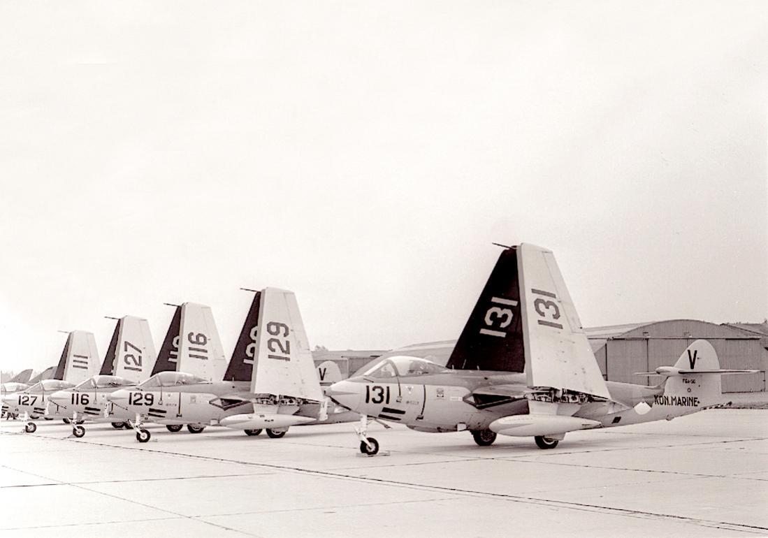 Naam: #316. Rij Hawker FGA-50 Seahawks. 1100 breed.jpg Bekeken: 178 Grootte: 67,8 KB