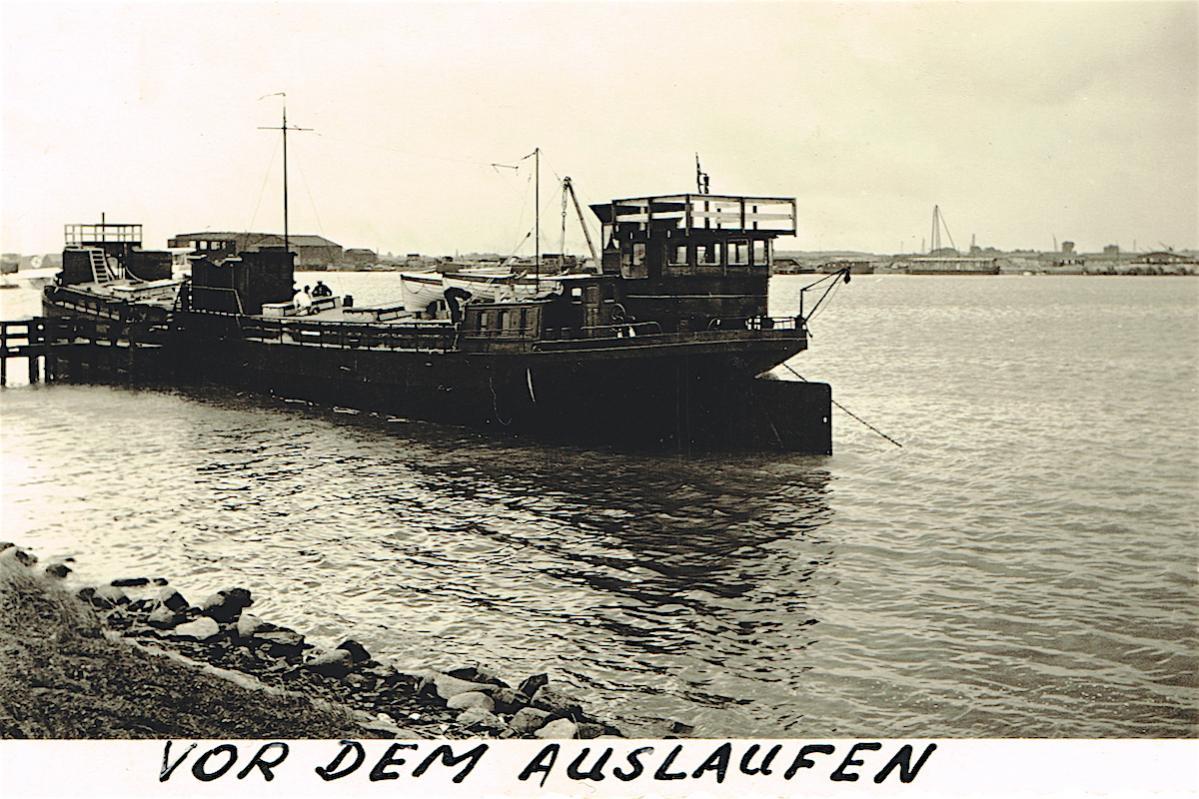 Naam: Foto 374. Kriegsmarine, Schiff beim Auslaufen aus Amsterdam, 600, kopie.jpg Bekeken: 353 Grootte: 161,5 KB