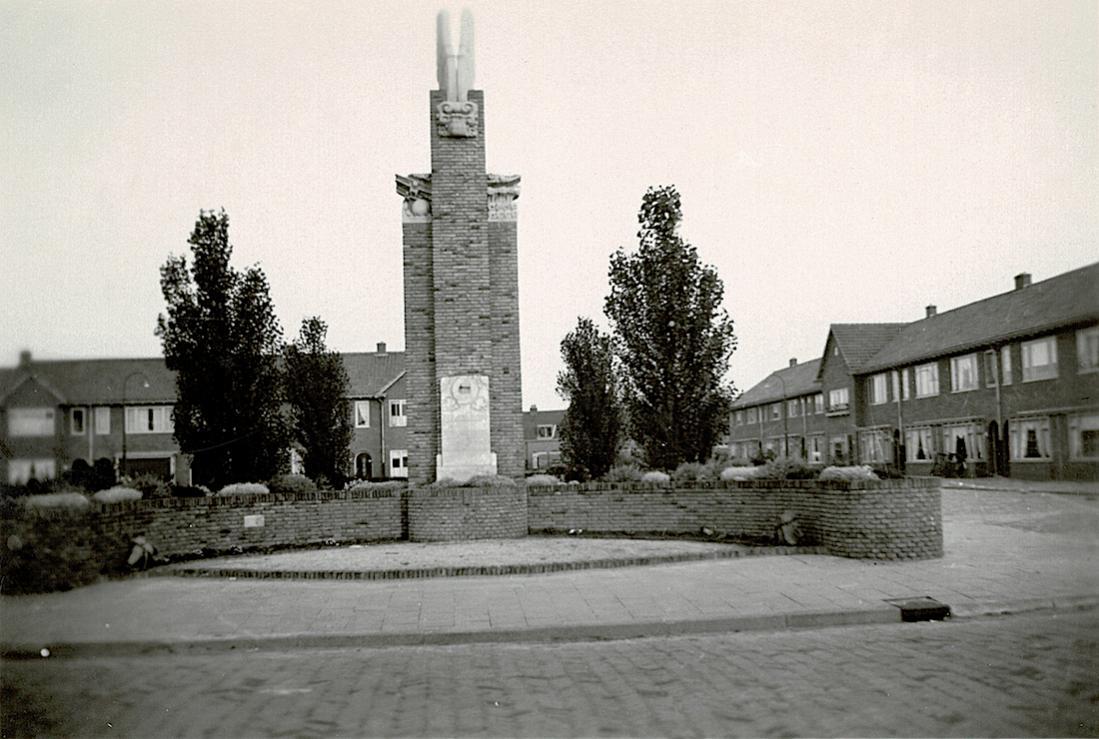 Naam: Foto 22. Tekst bij foto. 'Vliegermonument te Zuilen. (Utrecht).jpg Bekeken: 316 Grootte: 111,5 KB