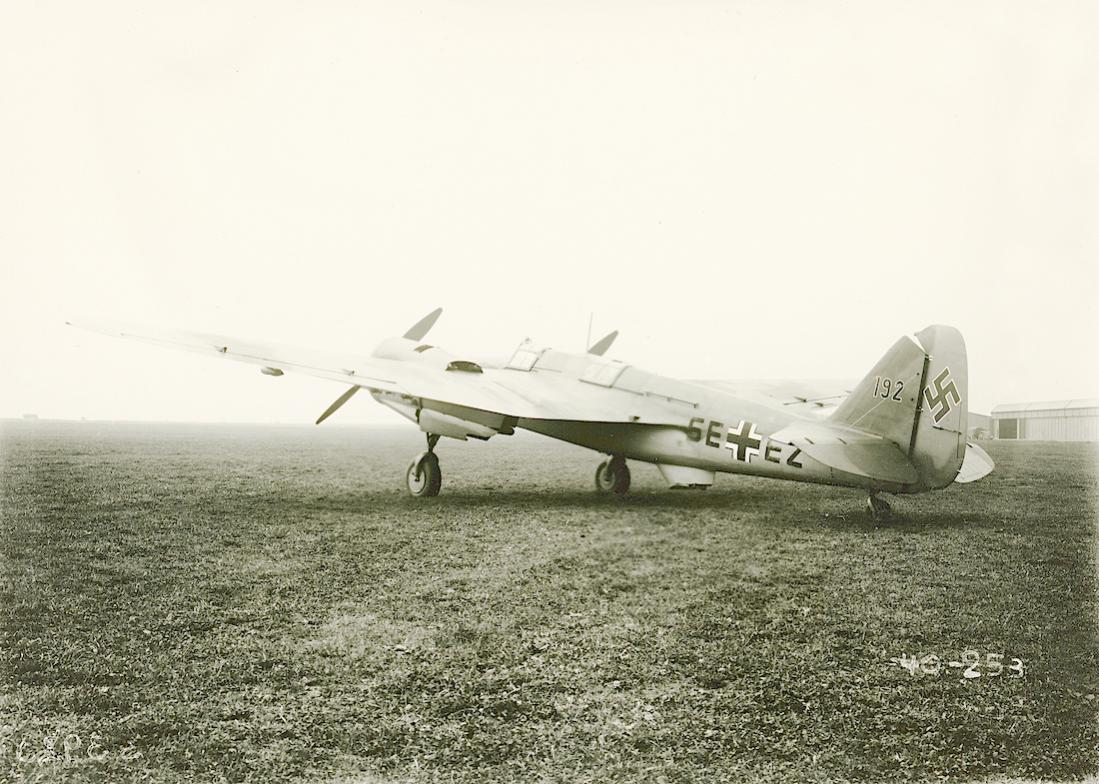 Naam: Foto 530. 'SE+EZ'. Buitgemaakte Tsjechische Avia B.71B, Werknr. B-71.192 (licentiebouw Tupolev S.jpg Bekeken: 242 Grootte: 139,9 KB