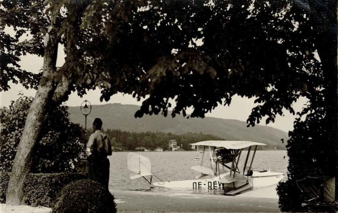 Naam: Foto 6. Op dun papiertje 'Oostenrijks verkeersvliegtuig te Felden am Würtersee. De OE-DEW is een.jpg Bekeken: 1001 Grootte: 132,8 KB