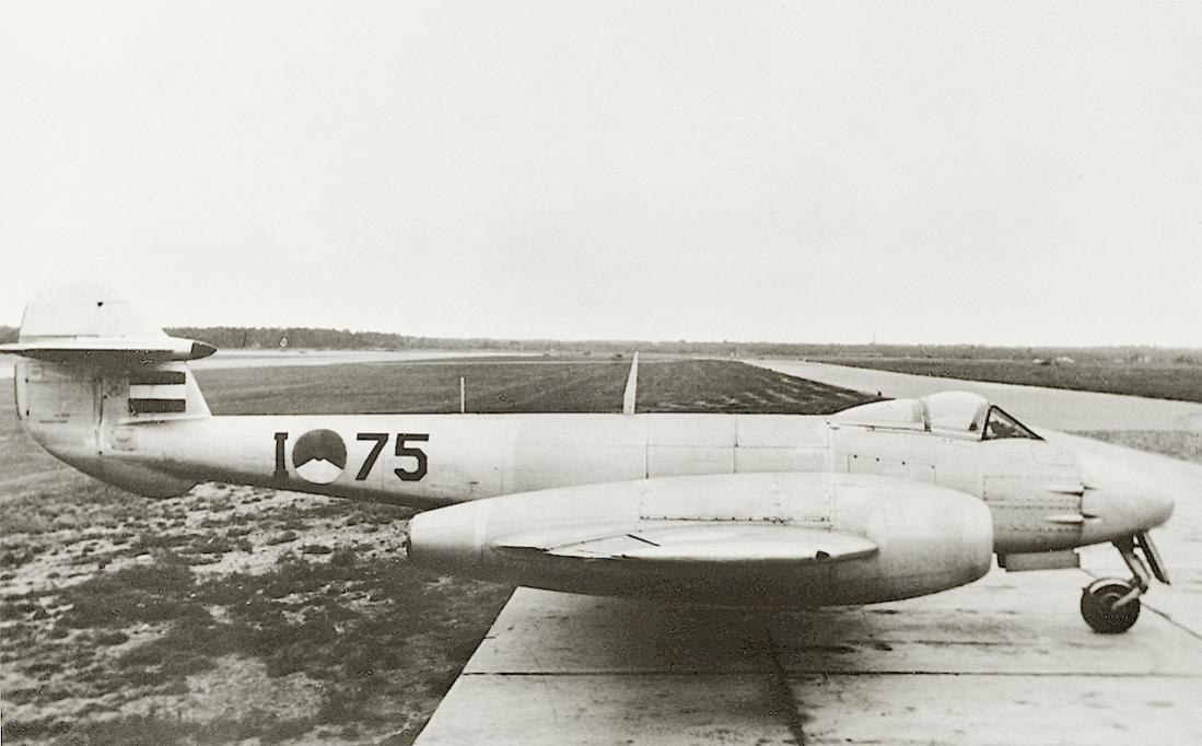 Naam: Foto 212. 'I-75'. Gloster Meteor F.Mk.4. 1100 breed.jpg Bekeken: 143 Grootte: 76,4 KB