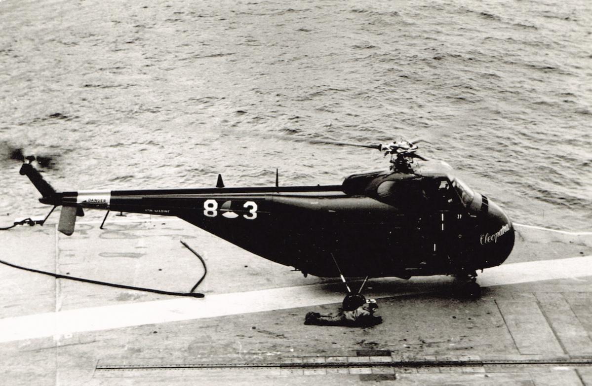 Naam: '8-3' _Cleopatra_. Sikorsky HO4S-3 (UH-19F) aan boord Karel Doorman.jpg Bekeken: 346 Grootte: 139,4 KB