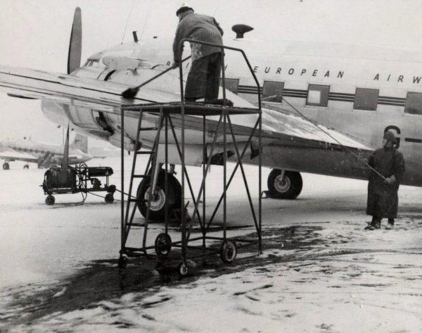 Naam: c2  Kilfrost on BEA  1950  spuit en bezem.jpg Bekeken: 319 Grootte: 57,8 KB
